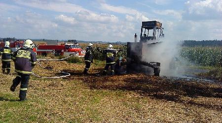 11. 09. 2010 - Mirošov - požár stroje na obracení slámy