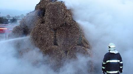 25. 09. 2007 - Řečice - požár stohu (fotky od SDH Nové Město na Moravě)