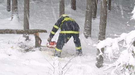 11. 11. 2007 - Moravec - technická pomoc (odstranění dalšího stromu na silnici)